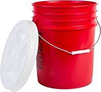 Utilty bucket with gamma seal lid